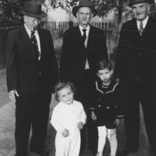 Székelykevén a testvéreivel, 1950-es évek vége