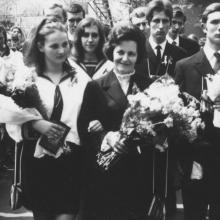 1970 IV. D. Osztályfőnökük, dr. Gyuris Jenőné (Olgi néni) nekem is tanárom volt, nagyon szerettük.