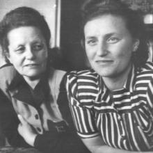 Édesanyám és Nagymamám a '40-es évek elején.