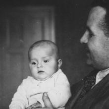 Édesapámmal 1943, 1944 novemberében a bombázás miatt megsérült, 1945 februárjában elvesztettük.